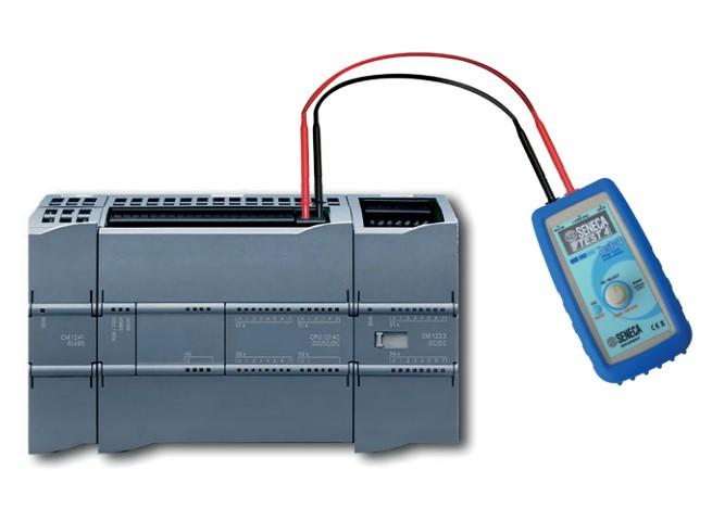 Dùng bộ phát dòng Test-4 để phát tín hiệu kiểm tra PLC